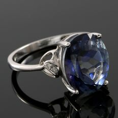 14 kt White Gold 0.04 ct Diamonds, 4.40 ct Blue Topaz Ring  Size: 7 - No Reserve