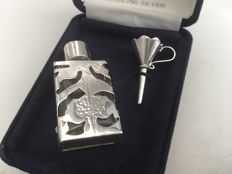 Ornate solid silver screw top glass rectangular scent bottle with funnel - London - 1991