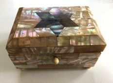 Judaica box, completely inlaid with 2 nacres with Magen David on the cover - Belgium / Netherlands - circa 1920/1930