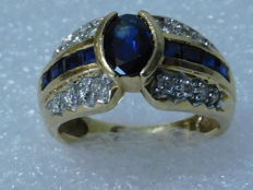 Cocktail ring in 18 kt yellow gold, with sapphire and diamonds - Finger size: 49 (16.5 mm).