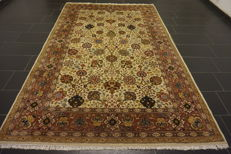 Magnificent hand-knotted Indo Isfahan, 200 x 300 cm, made in India, very good condition