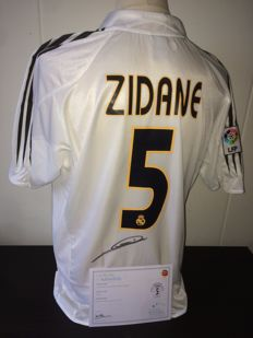 Zinedine Zidane Real Madrid signed home shirt 04/05 + COA and photoproof.