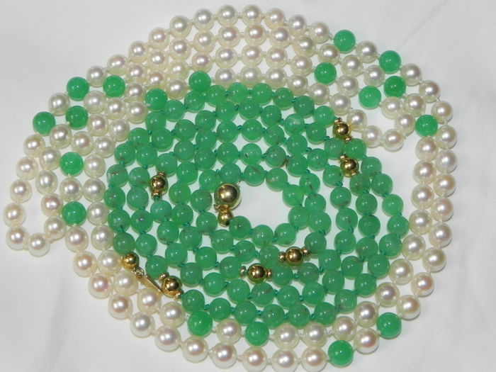Pearl necklace chrysoprase and Akoya salt water pearls Ø 6.5 - 7 mm with gold clasp and gold beads - 14 kt / 585