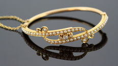 Antique 15K Victorian Yellow Gold Bangle With Freshwater Pearls and Diamonds (0.14 CT Total) Circa.1880