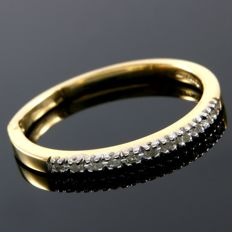 14 kt Yellow Gold 0.11 ct Diamond Band  Size: 7  -  No Reserve