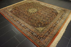 Fine hand-knotted oriental carpet, Indo Bidjar, Herati with medallion, 240 x 300 cm, made in India
