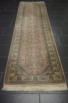Magnificent hand-knotted oriental carpet, Indo Bidjar runner 80 X 305 cm, Made in India
