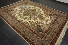 Oriental carpet Indo Tabriz 236 x 335 cm, Made in India at the end of the last century