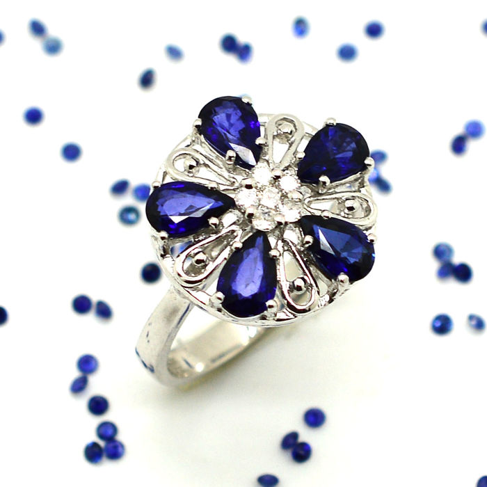 18 kt gold cocktail ring with sapphires and brilliant cut diamonds, 2.18 ct - NO RESERVE