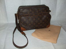 Louis Vuitton – Shoulder bag – Nil model – *No Minimum Price*