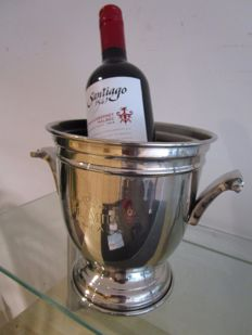 Champagne / wine cooler silver plated, with text Le Hermitage, champagne. For one bottle.