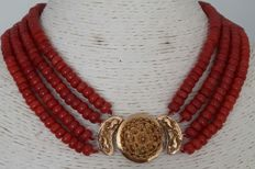 Necklace with 4 strands of Deep Sea Corals and a large gold clasp of 8 karat from approx. 1850