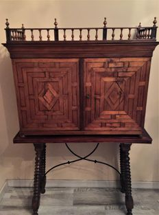 Bargueño desk or Portable desk with inlaid marquetry in walnut wood and original table - Spain - late 17th / 18th century