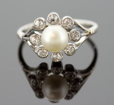 Vintage Platinum Ladies Ring With Natural Saltwater Pearl (6.9 x 6.5 mm) and Diamonds (0.32 CT Total)
