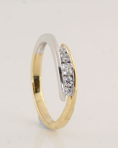 "18 kt white and yellow gold diamond ring, 0.26 ct / 3.3 g / G–H VS1–SI1 / 57 / ""New"""