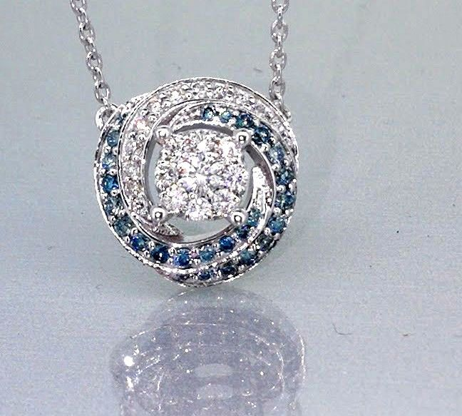 14 kt pendant with fancy intense blue diamond and white diamond, 0.50 ct