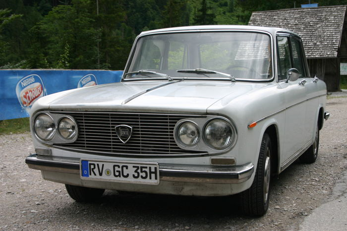 Lancia Fulvia Berlina 2C, YOM 1972, immatriculée comme voiture ancienne