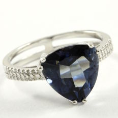 14 kt White Gold 0.12 ct Diamonds, 3.08 ct Blue Topaz Ring  Size: 7 - ***No Reseve***
