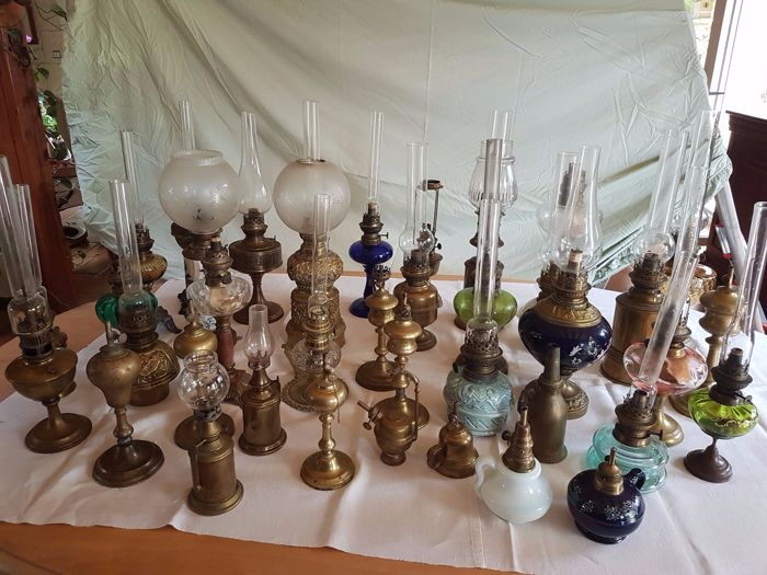 Lots of 38 antique oil lamps and lot of glass lamps
