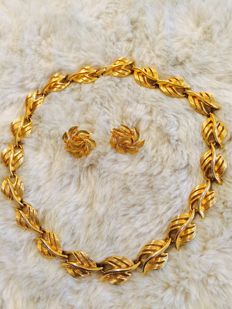 1950 , signed  ''Napier'' , gold tone necklace and earrings
