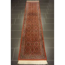 Distinguished hand-knotted oriental carpet, Indo Bidjar Herati runner 300 x 72cm, made in India at the end of the 20th century