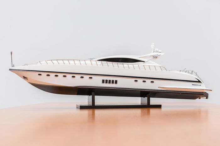Detailed model of a Mangusta 108