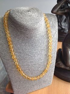 Necklace in citrine with yellow gold 18 kt/750 clasp, length 48 cm.