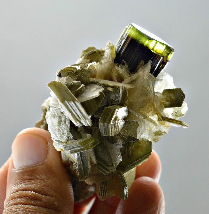Yellow green cap Staknala tourmaline with muscovite mica crystals - 66x45x42mm - 80 gr