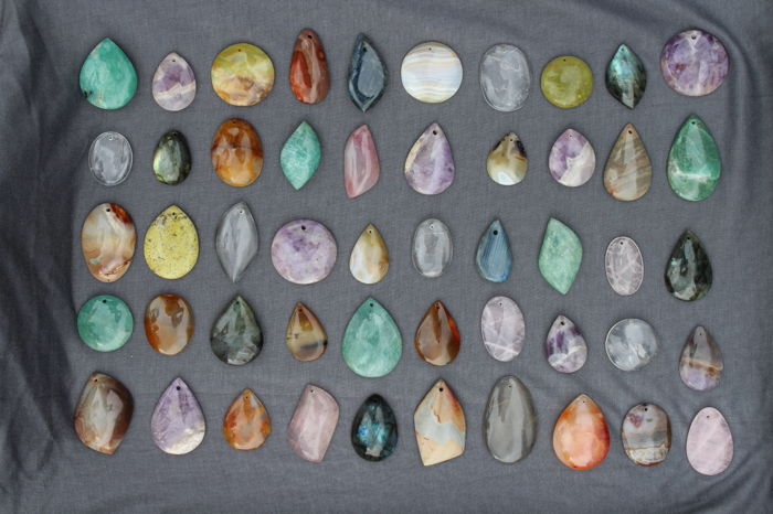 Lot of mineral pendants - 35 to 50 mm - 748 g (50)