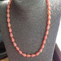 Necklace of coral with white gold 18 kt / 750 clasp, 45 cm