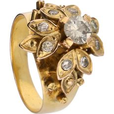 14 kt yellow-gold flower-shaped ring, set with nine diamonds of approx. 0.74 ct in total - ring size: 18 mm