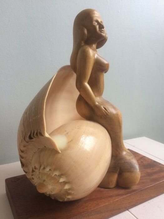 """Sculpture on a large shell """"Birth of Venus"""" ? wooden figurine depicting a mermaid, signed Havali '85"""