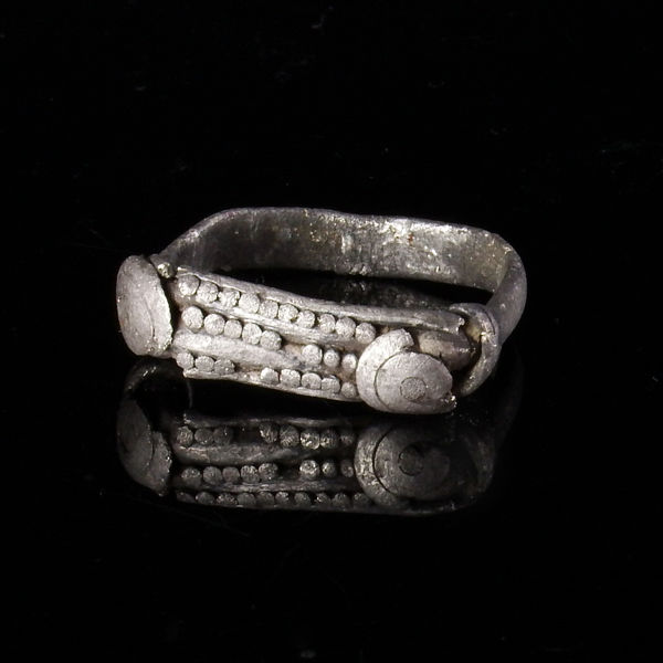 Iron Age, Celtic silver ring with twisted wire and spiral knobs - 18,7 x 17,8 mm
