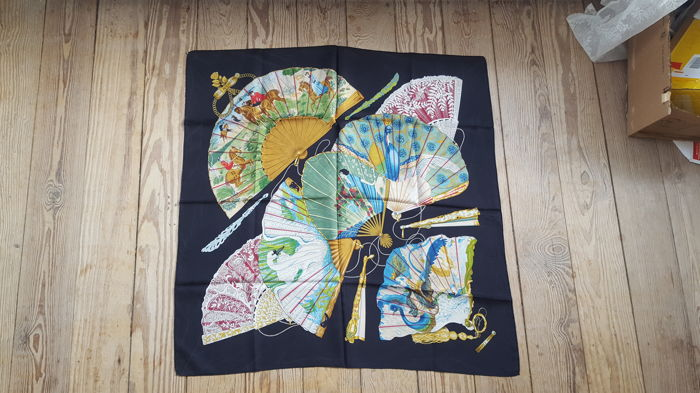 Hermes Paris - 'Brise de charme' scarf designed by Julia Abadie, in good condition