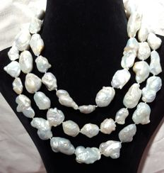 Long necklace composed of freshwater cultured pearls - Length: 140 cm - XL pearls of 30 to 15 mm.
