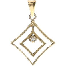 14 kt – Yellow gold pendant set with 1 brilliant cut diamond of approx. 0.02 ct – Length x width: 2.8 x 1.9 cm
