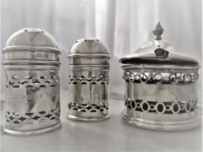 Silver pepper & salt vessels with silver barrel - Deakin & Francis / England - 1927