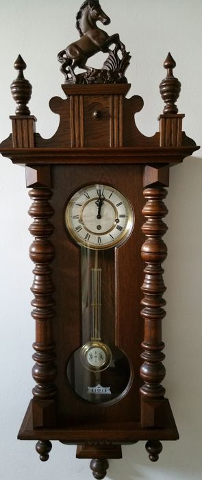 Regulator, shiny walnut, 2nd half 20th century (broken spring)