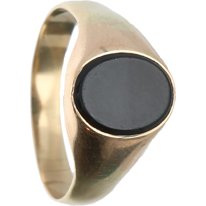 14 kt – Yellow gold ring set with black onyx – Ring size:  18.5 mm