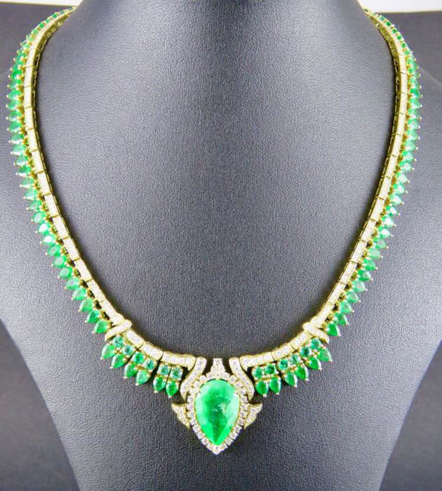 IGI- Natural Emerald 9.97 ct.with 18k Gold and Diamond -– Total Weight: 60.60 g (approx.) – Necklace length: 42 cm
