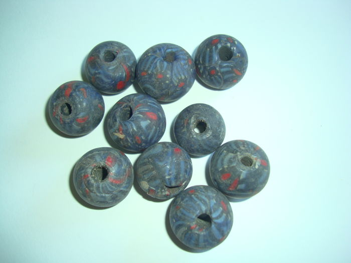 A lot of 10 old coloured glass trade bead -   18 - 21 mm
