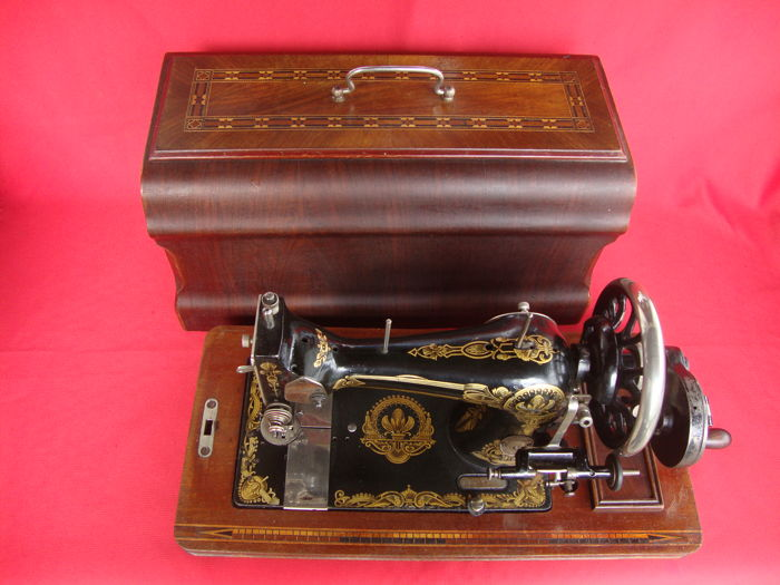 Antique Gritzner / Durlach Sewing Machine with beautiful Gold-coloured drawings on it