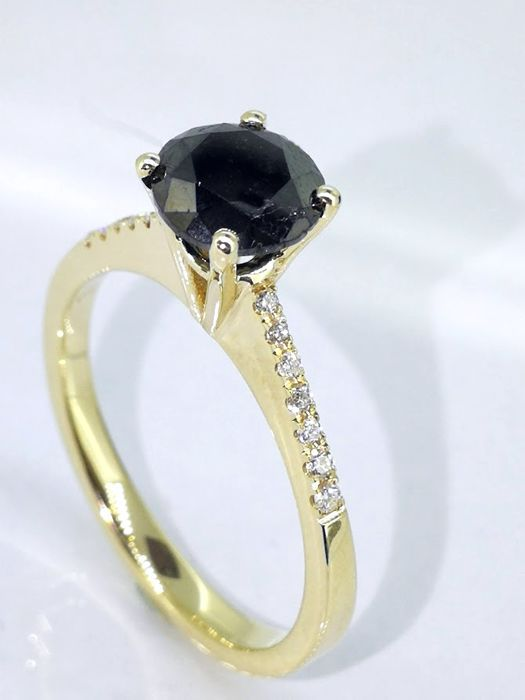Ring with a black diamond total  1.15 ct - white diamonds 0,10ct  *** No reserveprijs ***