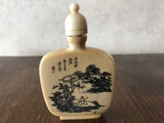 Rare signed ivory snuff bottle - China from the 1920-1930s