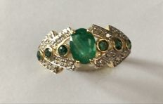 14K Yellow Gold Ring  -  Emerald - Size us 7.5