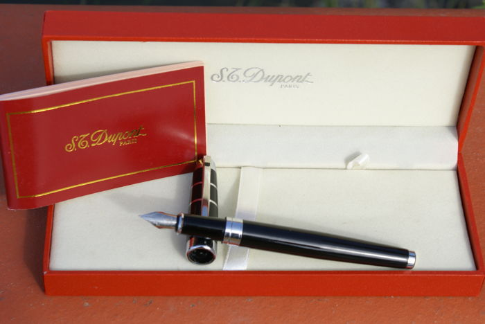 Superb 18K St Dupont Olympio Medium Black Checker Patterned Fountain Pen