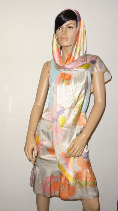 Chanel - Vintage ensemble silk scarf and matching skirt
