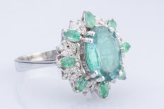 2.53 Ct, Natural Emerald  And Approx 0.35 ct.  G\H\Vs Diamonds  In 18K Solid White Gold Ring