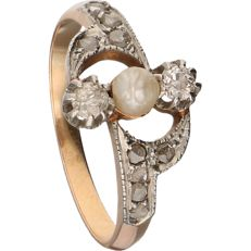 18 kt - Rose gold ring set with a pearl and 12 diamonds, in a silver setting - Ring size: 17.75 mm