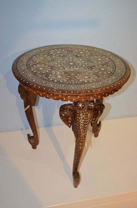 Solid wooden table - India - 20th century (48 cm high)